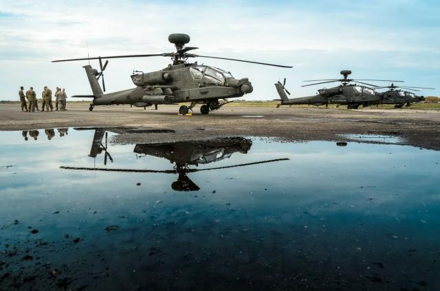 Apache ir Chinook sraigtasparniai leidosi Aleksote